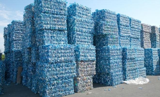Circuitul mondial al reciclării este în haos după ce China a interzis deşeurile de plastic