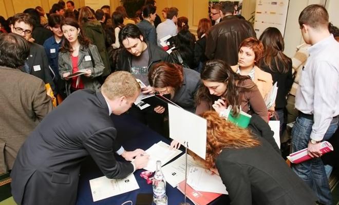 La 18 octombrie, Bursa locurilor de muncă pentru absolvenţi, în Capitală