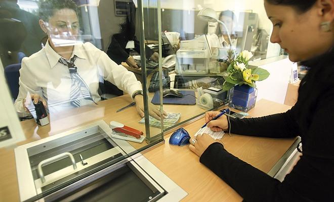 Studiu: Românii pun pe primul plan plata utilităţilor şi a ratelor când îşi planifică rambursarea datoriilor