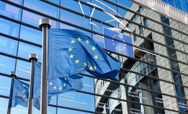 Comisia Europeană va propune o combinaţie de împrumuturi şi granturi pentru planul de relansare