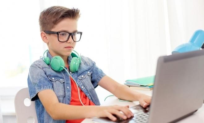 MMPS: Zile libere pentru părinții ai căror copii învață în scenariile 2 și 3, numai după epuizarea opțiunilor privind telemunca sau munca la domiciliu