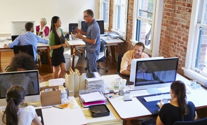 Studiu: Companiile sunt îngrijorate de criza financiară, al doilea val al pandemiei şi sănătatea angajaţilor