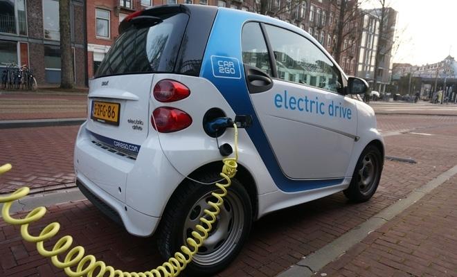 """Peste 4.000 de maşini electrice au fost rezervate prin programul """"Rabla Plus"""""""