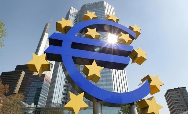 Economia zonei euro s-a contractat cu 6,8% în 2020