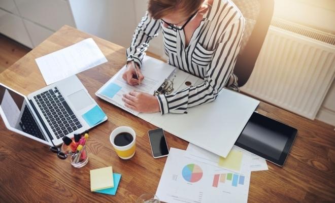 Aproape 100.000 de români au aplicat la joburi în ianuarie pe BestJobs; femeile conduc clasamentul, cu 54,8% dintre aplicări