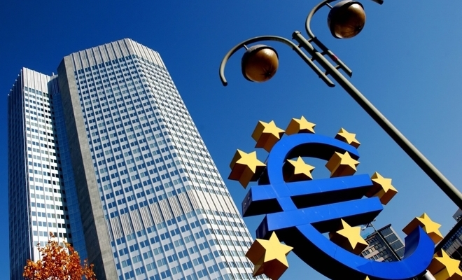 Christine Lagarde: BCE monitorizează atent randamentele obligaţiunilor guvernamentale