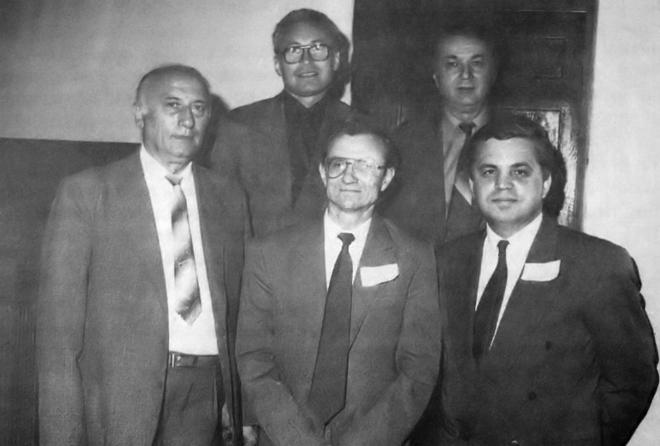 Primul birou permanent al CECCAR. De la stânga la dreapta: Mircea Cristea – vicepreședinte; Niculae Feleagă – vicepreședinte; Mihai Ristea – vicepreședinte; Marin Toma – președinte; Victor Munteanu – secretar general executiv.